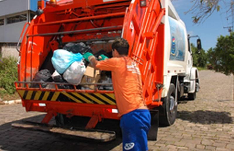 Vereadores pedem cópia do contrato de recolhimento de lixo na cidade
